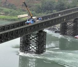下承式钢便桥结构